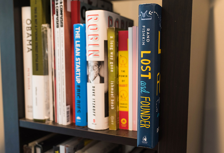 Rand Fishkin Lost and Founder bookshelf